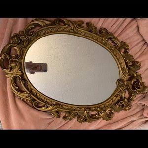 beautiful mirror. Very vintage.